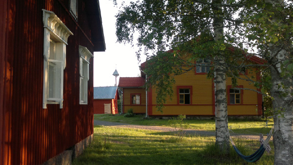 Kaunis 1800-luvun pihapiiri kunnostettuna.